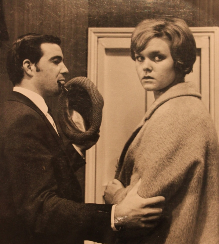 1967-12-something-to-hide-005