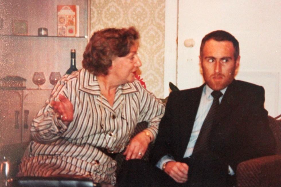 1981-11-the-anniversary-005
