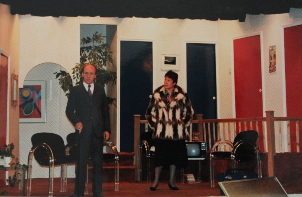 1986-06-uproar-in-the-house-001