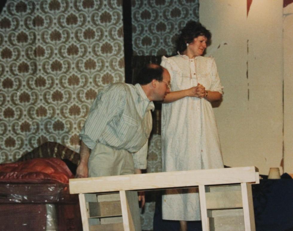 1988-11-bedroom-farce-002